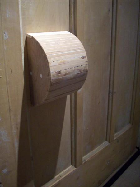 Uitpandige toiletrolhouder